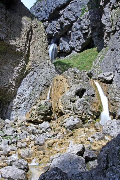 IMAGE: http://merlinphotographics.zenfolio.com/img/v6/p743325646-4.jpg